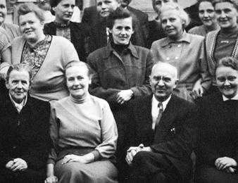 Lotte (vorn links) und Johannes (vorn 2. von rechts) Josten
