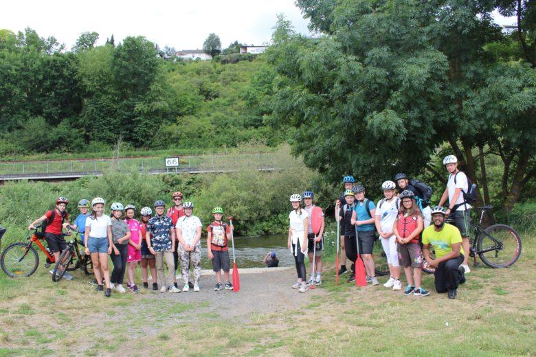 Campen, Rad und Kanu fahren - und das alles mit dem Abstand, den Corona erfordert - so erholten sich Jugendlichen aus Troisdorf an der Lahn.