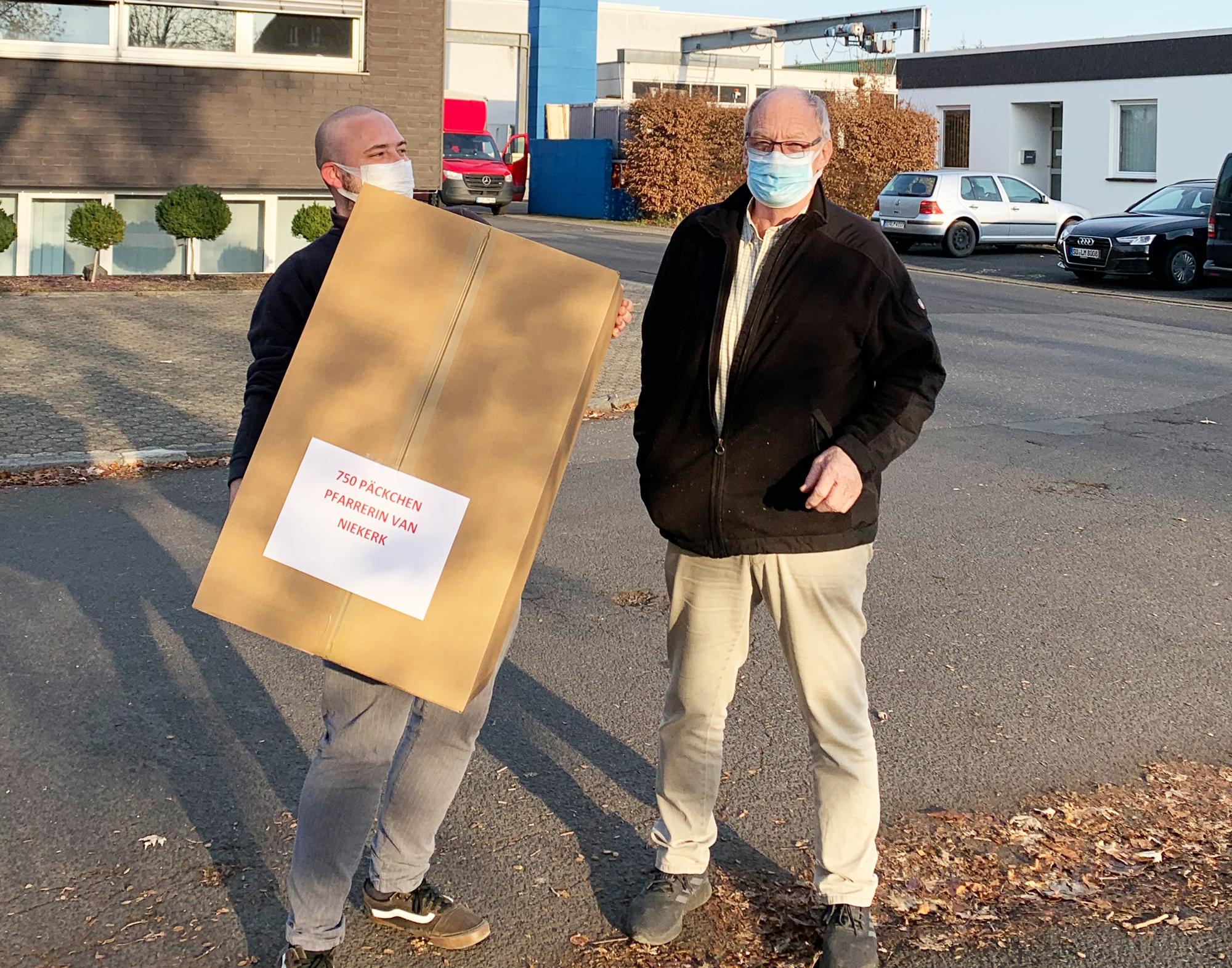 LEMO-Geschäftsführer Willi Fenninger (r.) und Azubi Mathias Hein.